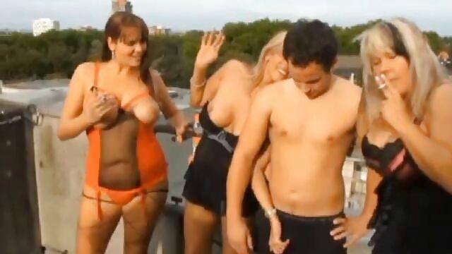Penari telanjang Seks meniduri klien sebelum mabuk. tante nyepong kontol gede