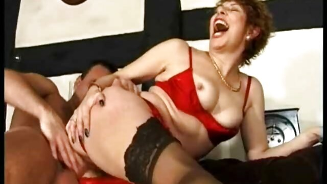 Anak itu menggoda ibu yang sibuk dengan pijat dan video sma nyepong fucked dalam posisi misionaris