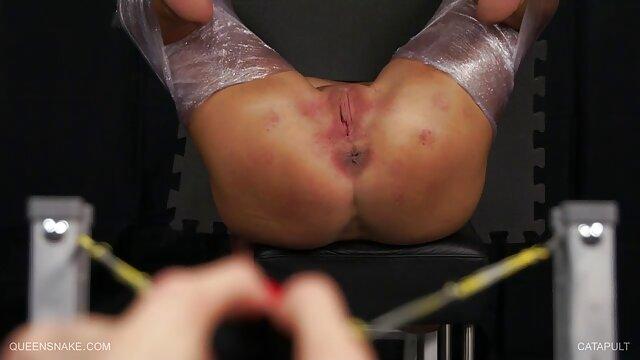 Wanita Seks dalam lingerie indah memiliki bokep sepong orgasme seks dengan banyak pria.