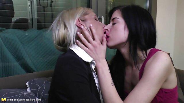 Wanita Seks memenuhi sepong sampai crot Penis Hitam besar di hadapan suaminya.