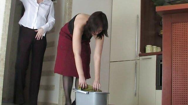 Wanita Sex menjilati bola dan penis hitam besar video tante sepong sebelum bercinta dengan kamera