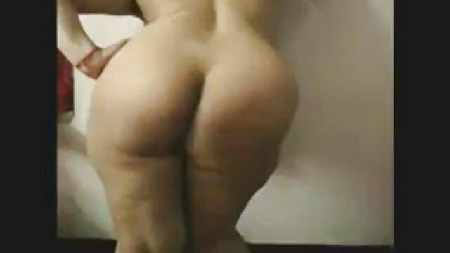 Seks dengan Nadia pirang Di alam dengan ujung video belajar nyepong belati di klitoris