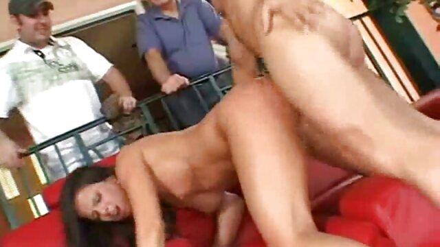 porno seksi dengan keriting Nadia video nyepong kontol