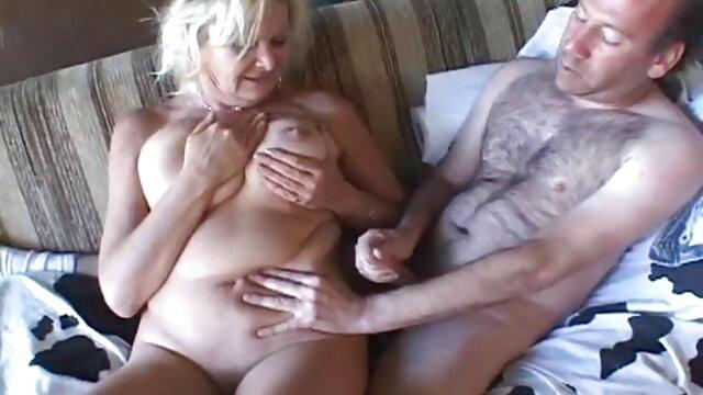 Slave menjilat kaki nyepong sampai muncrat nyonya Rusia